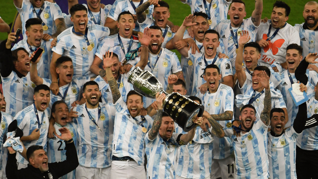 La Selección Argentina levanta la Copa América 2021